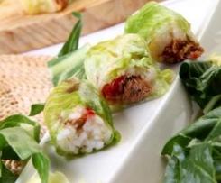 Sushi con atún y lechuga