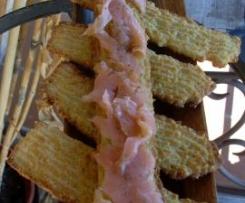 Galletas saladas con salmón ahumado