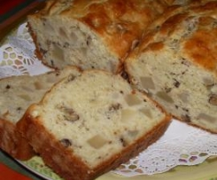 Plum cake de pera, nueces y queso roquefort