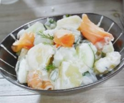 ensalada de patatas,pepino y salmon