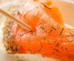 Salmón marinado con wasabi de yogur