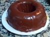 bizcocho de donuts con cobertura de chocolate