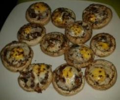 Champiñones con jamón y huevo de codorniz