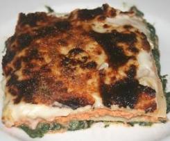 Lasaña de salmón con bechamel de espinacas
