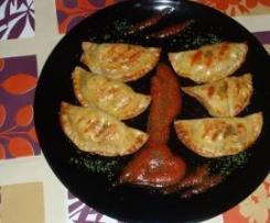 Empanadillas rellenas de revuelto de jamon york y cebolla