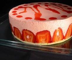 Tarta de fresa con corazón de nata