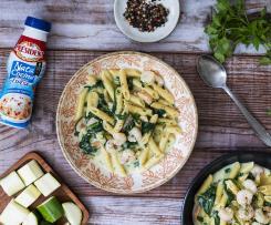 Pasta con salsa de calabcín, langostinos, espinacas y nata President