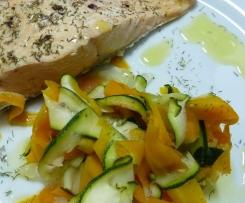 Salmón con algas y verduras
