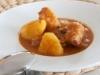 Patatas guisadas con costillas adobadas