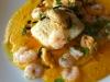 Lomos de bacalao y mariscos al vapor con crema de zanahoria