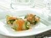 Ravioli de calabacín relleno de gambas con salsa de zanahoria y coco