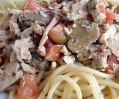 Espaguetis salteados con pollo y champiñones
