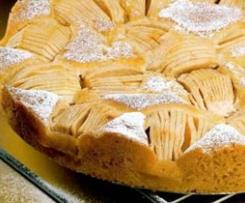 Tarta de bizcocho con manzanas