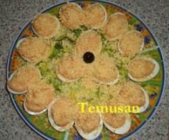 Huevos rellenos de mousse de marisco