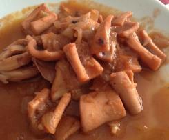 Calamares / pota en salsa de tomate