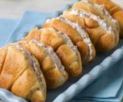 Mini croissant relleno de queso y jamón