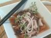 consomé de shoyu de verduras con Udon