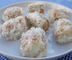 Pastelitos con nata y coco