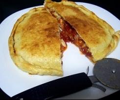 Empanada rellena de pimientos del piquilllo
