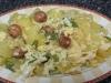 Patatas con huevos rotos, pimiento y chorizo