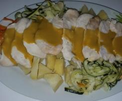 filetes de pollo con verduras y salsa