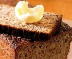 Pan con salvado, nueces, zanahorias, manzana y yogur