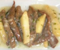 bastoncitos de higado con manzanas y velouté de ajos