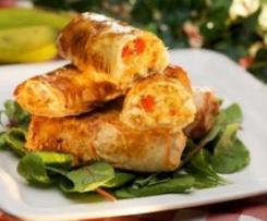 Rollitos de pasta filo rellenos de pollo y plátano