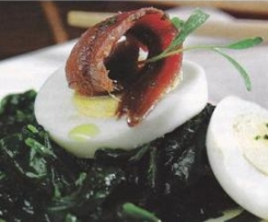 Espinacas con anchoa y huevo duro