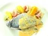 Dorada a la naranja con puerro y gambas