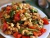 Pollo con anacardos y arroz estilo tailandés