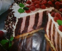 La torta de frambuesa a rayas
