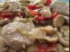 Solomillo de cerdo con pimientos, champiñones y almendras