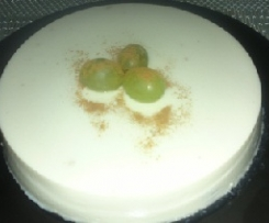 Tarta de chocolate blanco y uvas