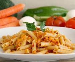 Pasta con verduras y mozzarella