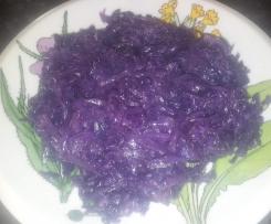 Col lombarda con ajo y cebolla