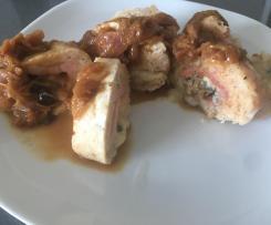 Rulo de Pollo Relleno con cebolla caramelizada