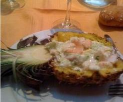 Piña rellena de frutos del mar