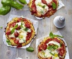 Minipizzas de coliflor y queso con tomate