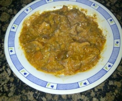 Níscalos (rovellons) con cebolla y tomate