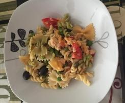 Ensalada de pasta con trucha y verdura