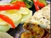 Consomé verduras, pechugas rellenas con verduras y mozzarela con guarnición