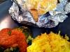 """Merluza en """"papillote"""" de curry con salsa de tomate y guarnición de arroz Basmati y brocoli"""