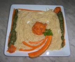 Espaguetis Dolceta (con salsa de espinacas y guarnicion de calabaza)