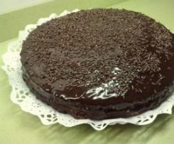 TARTA DE CHOCOLATE (rellena de nata)