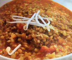 Habas de soja y arroz con tomate al curry