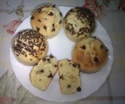 Muffins con chips y fideos de chocolate