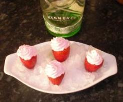 Chupito de fresa con licor de menta y nata