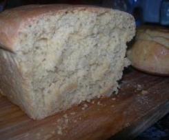 Pan de cebolla, atún y tomate
