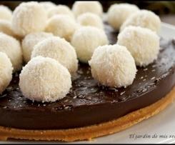 Tarta de chocolate y bolas de coco.